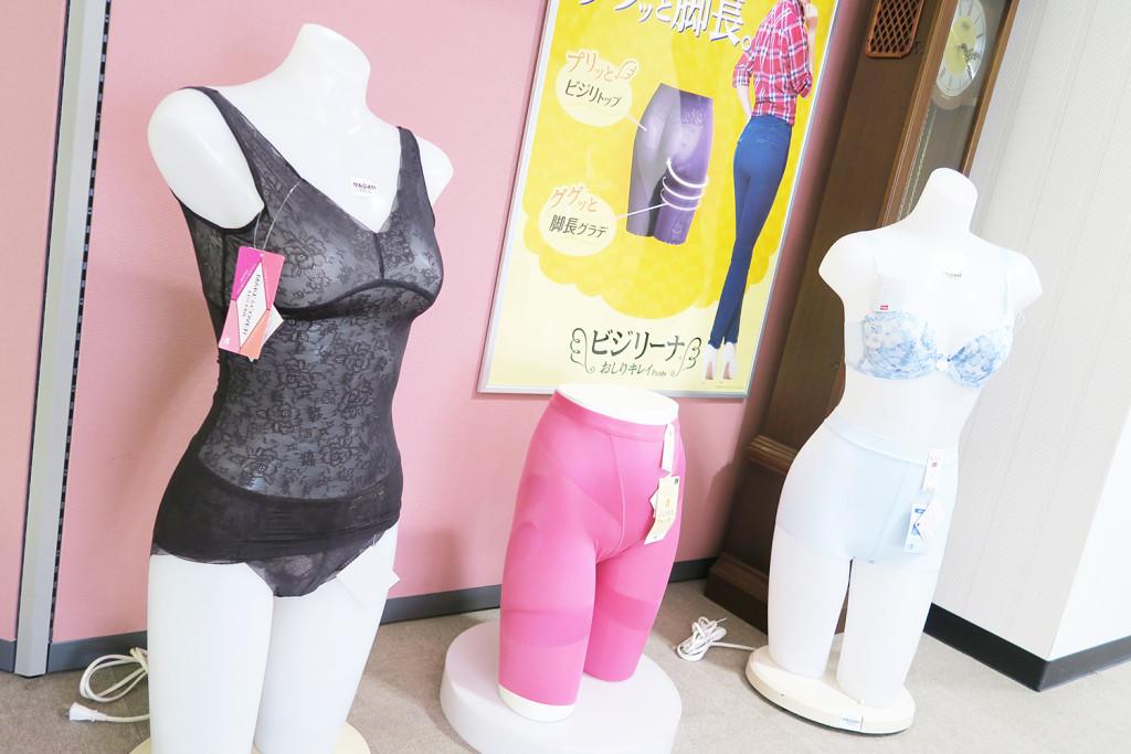高い技術で編み上げたレース模様が映えるのは女性用のインナーウェアです
