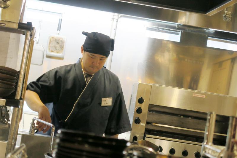 厨房男性店員さん