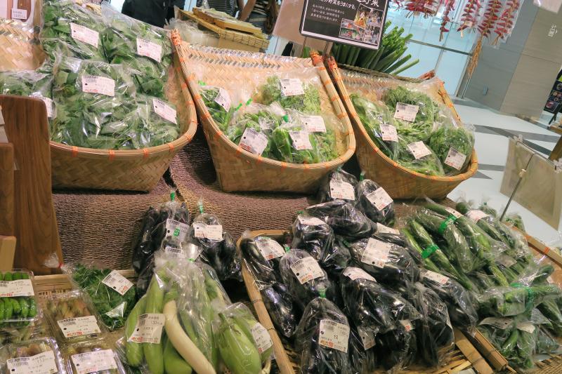 産地直送野菜並び