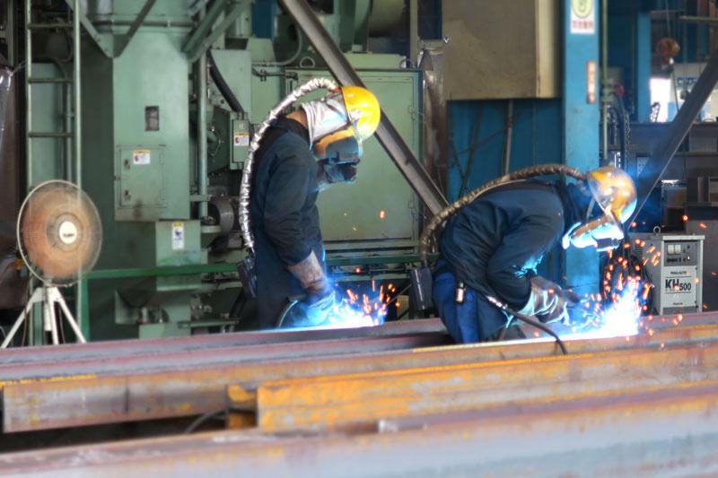 工場内の溶接の作業現場