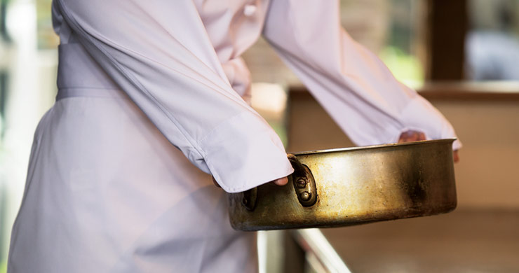 鍋つかみになる袖